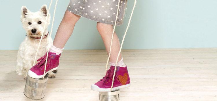 Bunte Sneakers bleiben im Trend